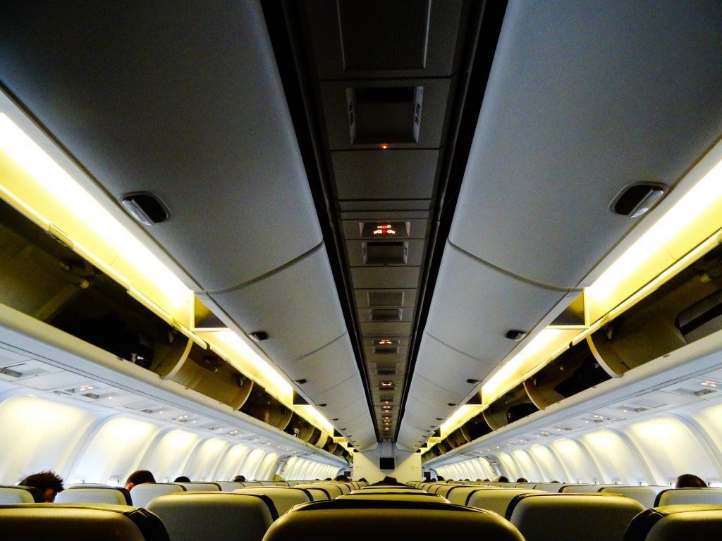É preciso comprar passagens aéreas para bebês?