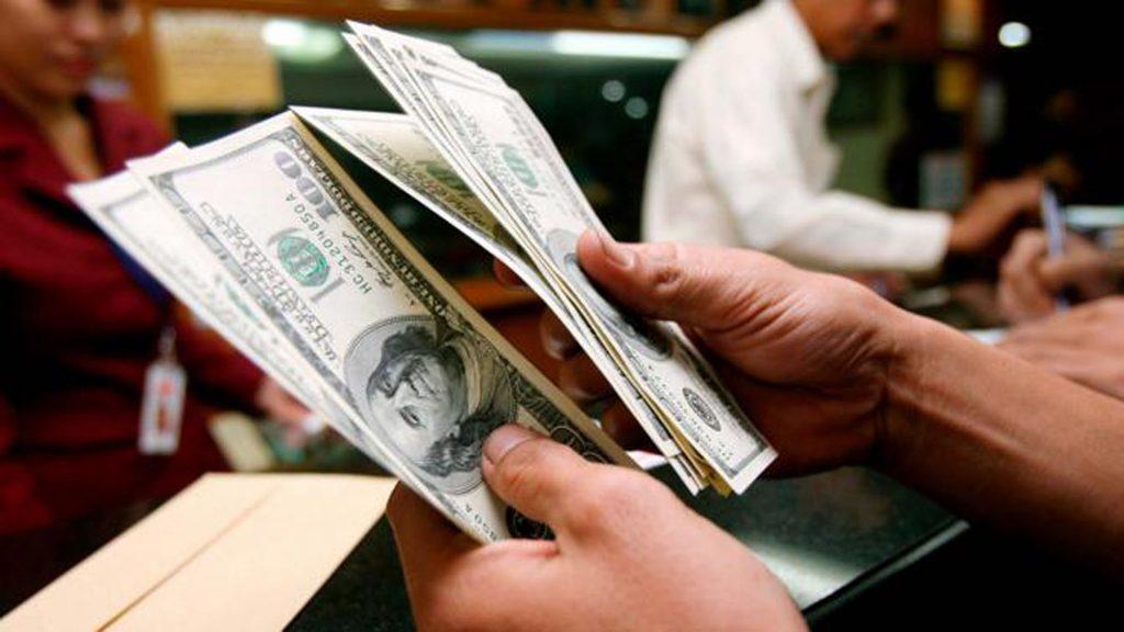Aprenda como vender dólares de forma segura após uma viagem internacional