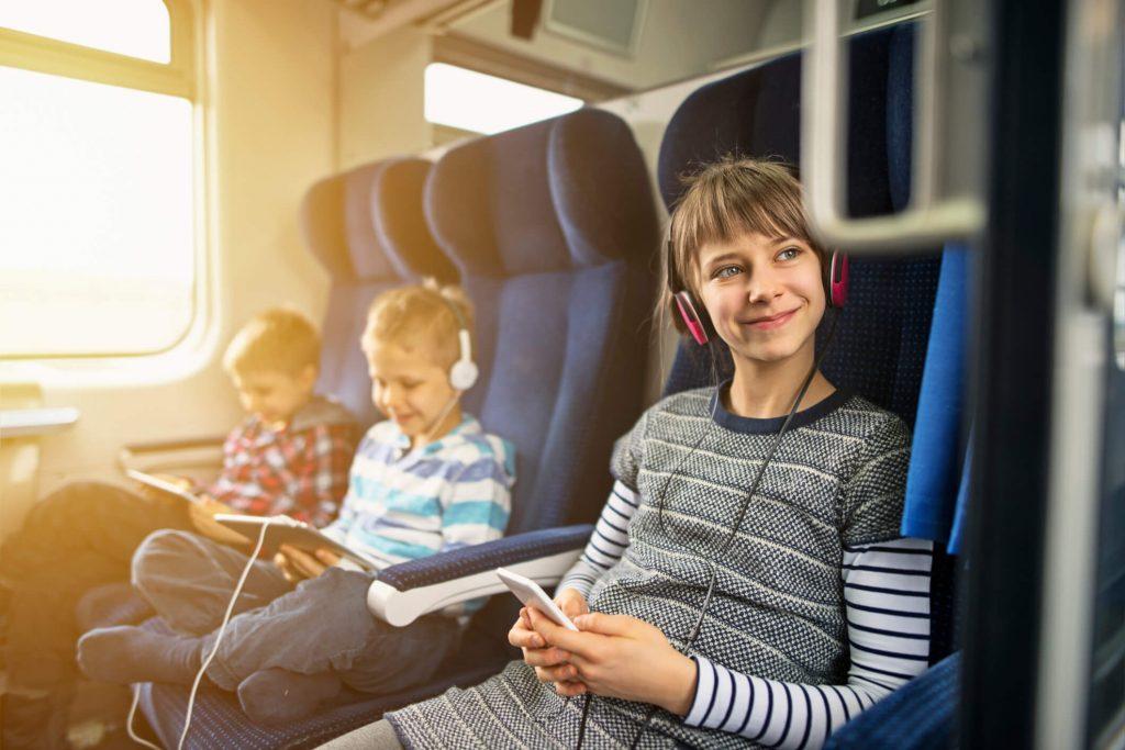 Descubra como viajar com menores de idade para o exterior