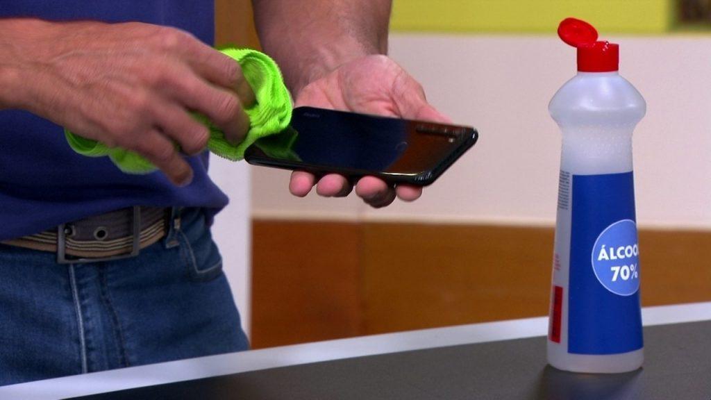 como limpar o celular corretamente