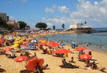 cobrança pelas cadeiras na praia